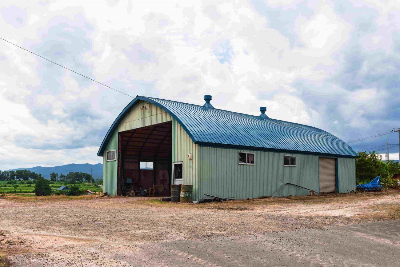 Does farm insurance cover outbuildings?