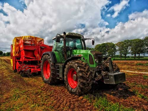 We offer customised agri-contractors insurance – talk to us today